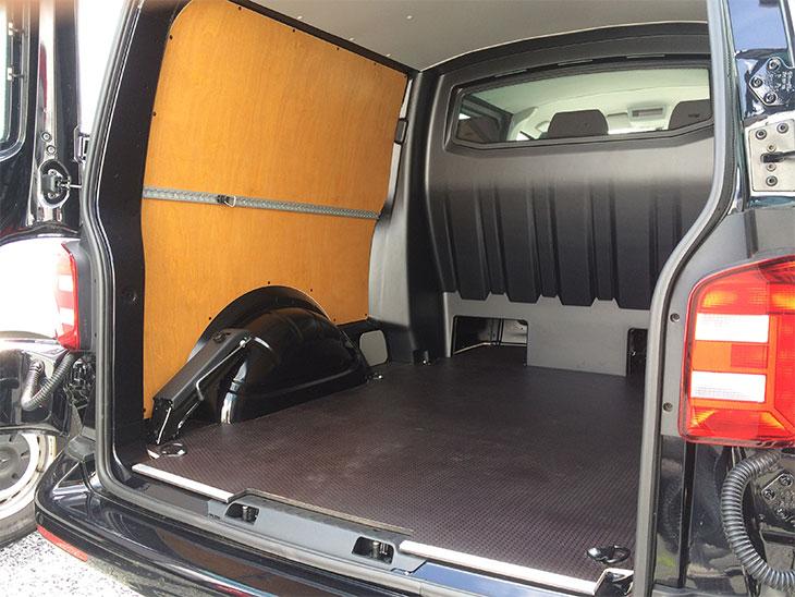 Volkswagen T6 Dubbele cabine houten vloer en houten wand